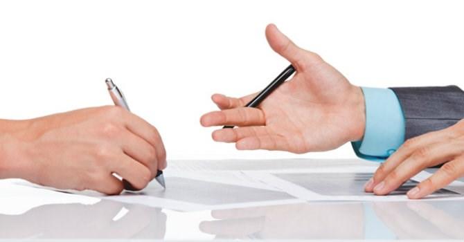 thảo luận ý tưởng thiết kế với khách hàng