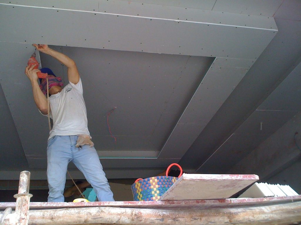 Plaster ceiling construction