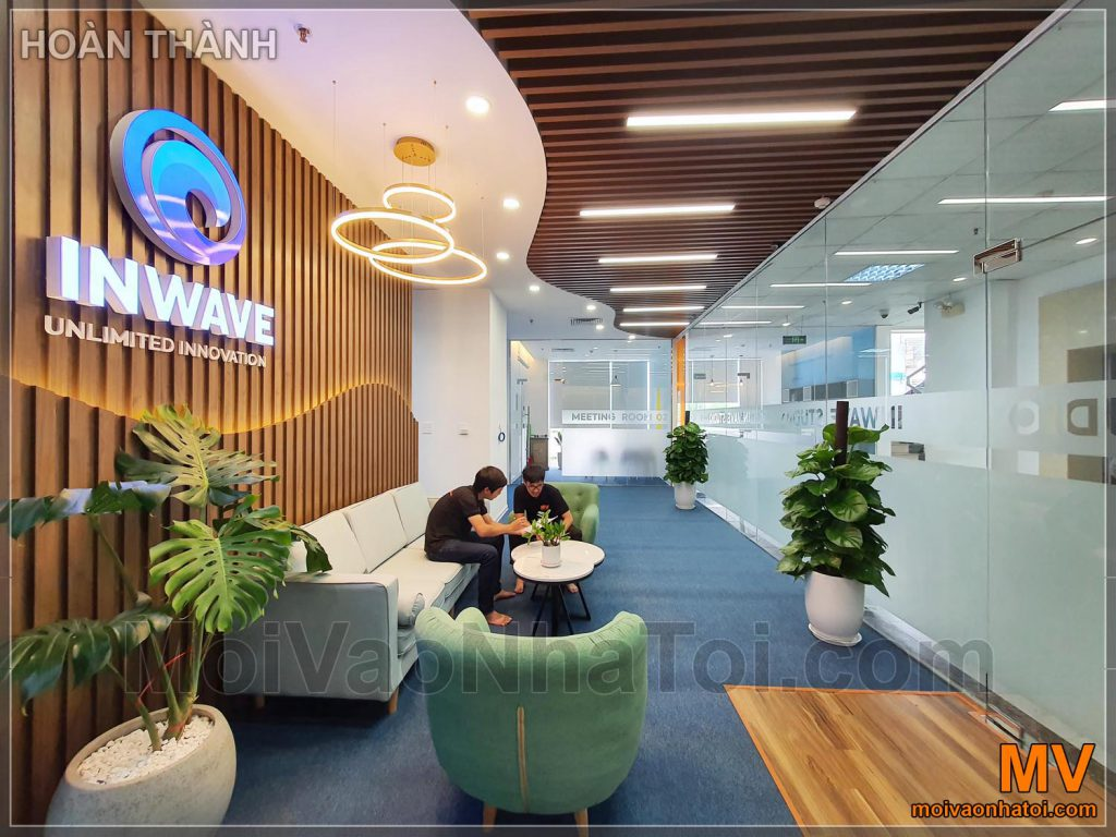 облицювання стін офісу фойє деревом