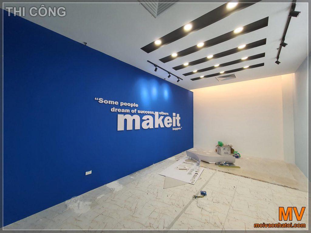 Будівництво великого офісу кімнати для переговорів