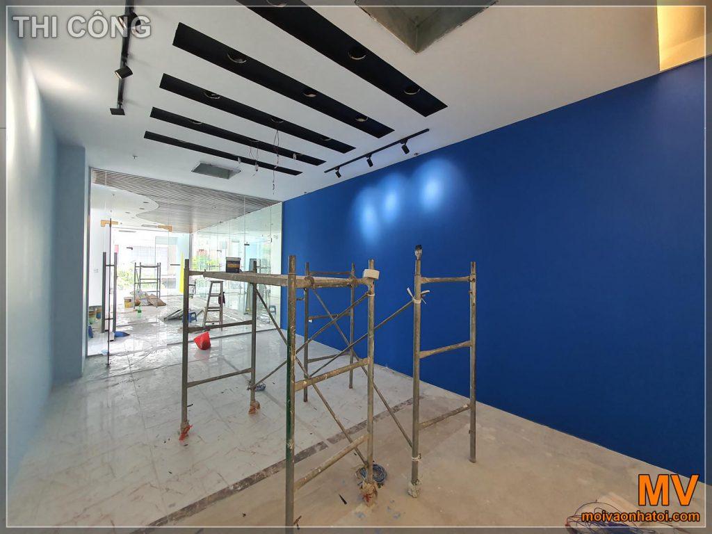 La costruzione di un muro dipinto ha colpito la sala riunioni dell'azienda