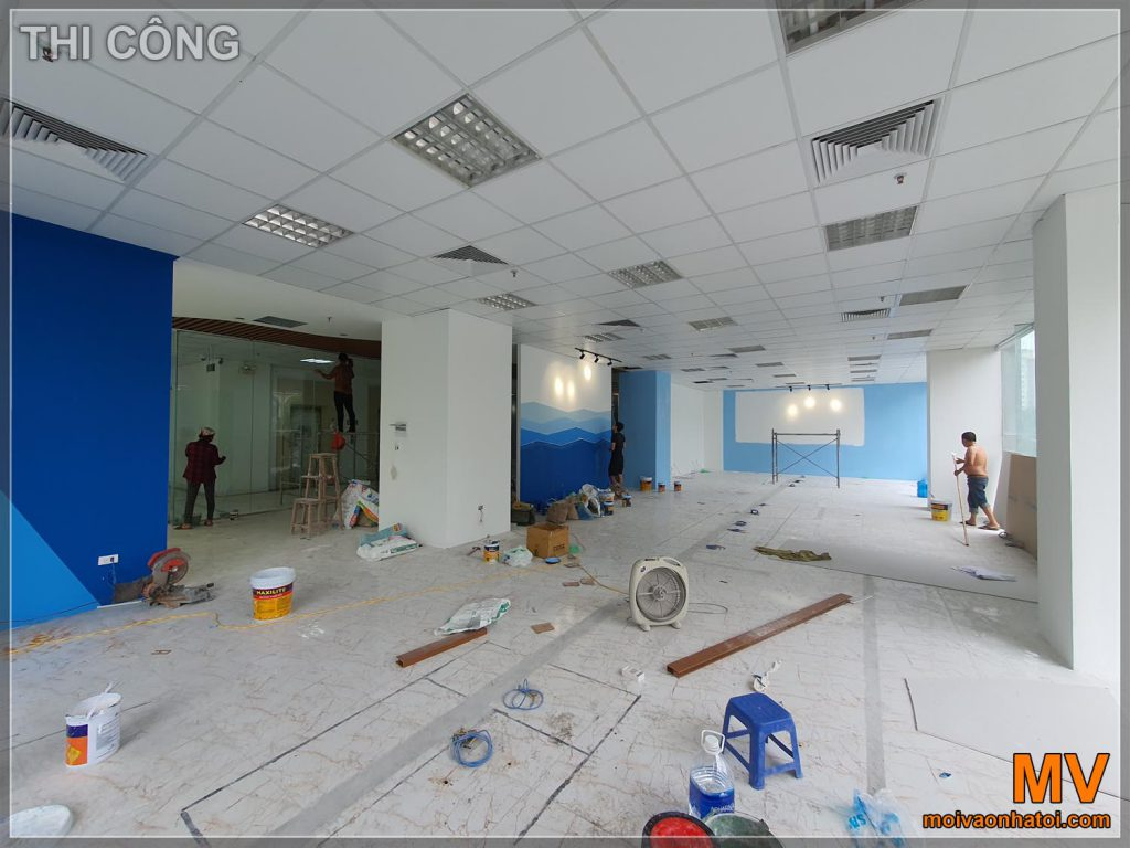 Процес будівництва офісної робочої зони