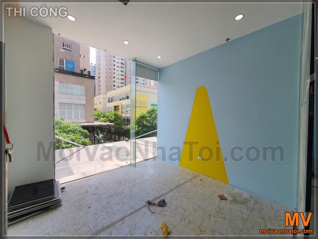 Процес фарбування акцентної стіни