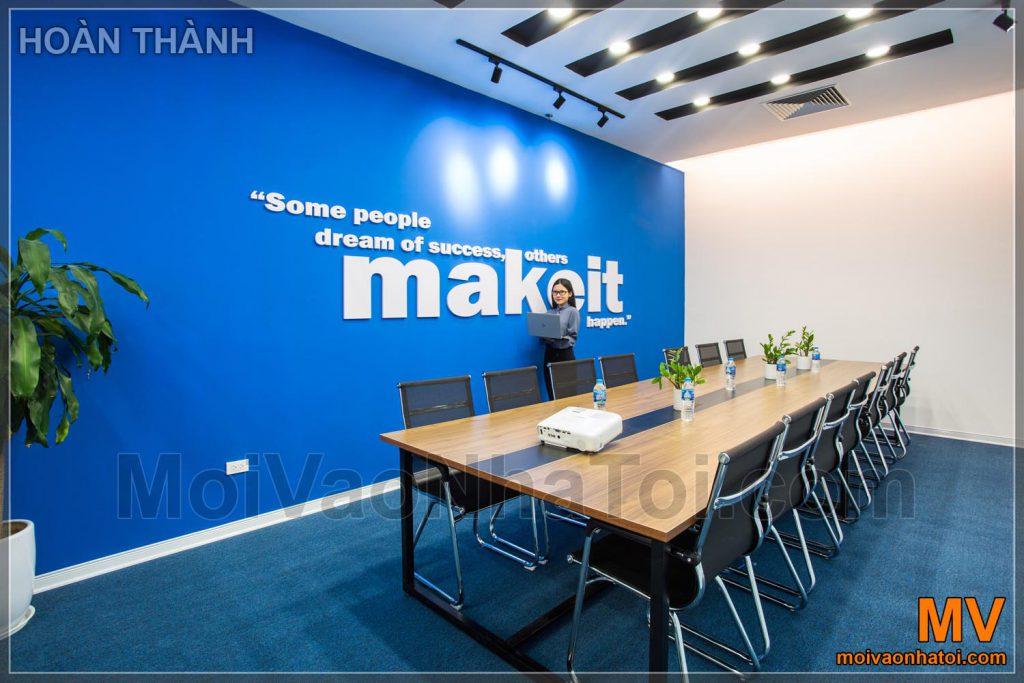 ออกแบบและก่อสร้างห้องประชุมสำนักงานของ บริษัท