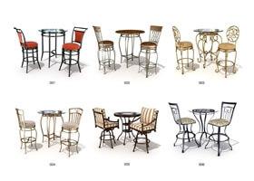 Auswahl von Tischen und Stühlen für Cafés bei der Gestaltung eines Stadthauscafés
