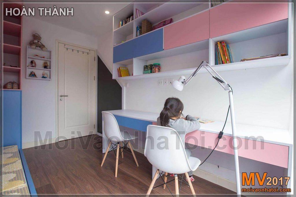غرفة الدراسة الصفية للأطفال الوردي