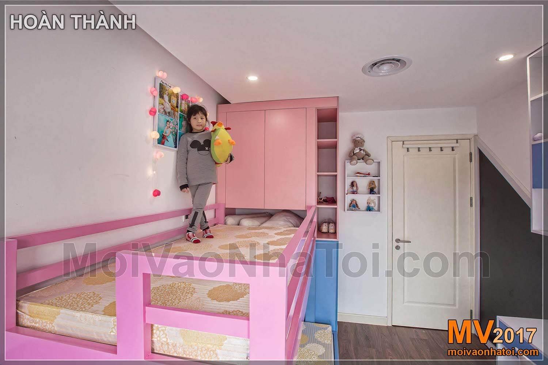 سرير بطابقين وردي للشقق