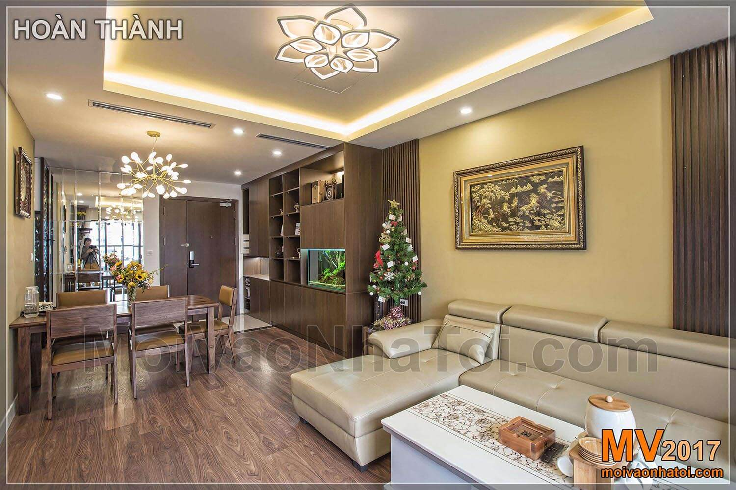 Panoramic views of the living room and dining table of the IMPERIA GARDEN apartment