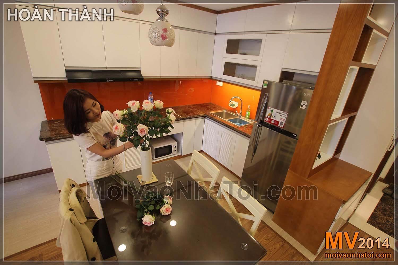 紧凑型厨房,配有starcity公寓。星城公寓建设