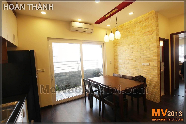 bàn ăn có view cửa sổ thông thoáng chung cư Nam Đô Complex