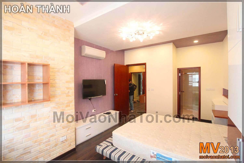 nhìn phòng ngủ từ trong ra ngoài chung cư Nam Đô Complex