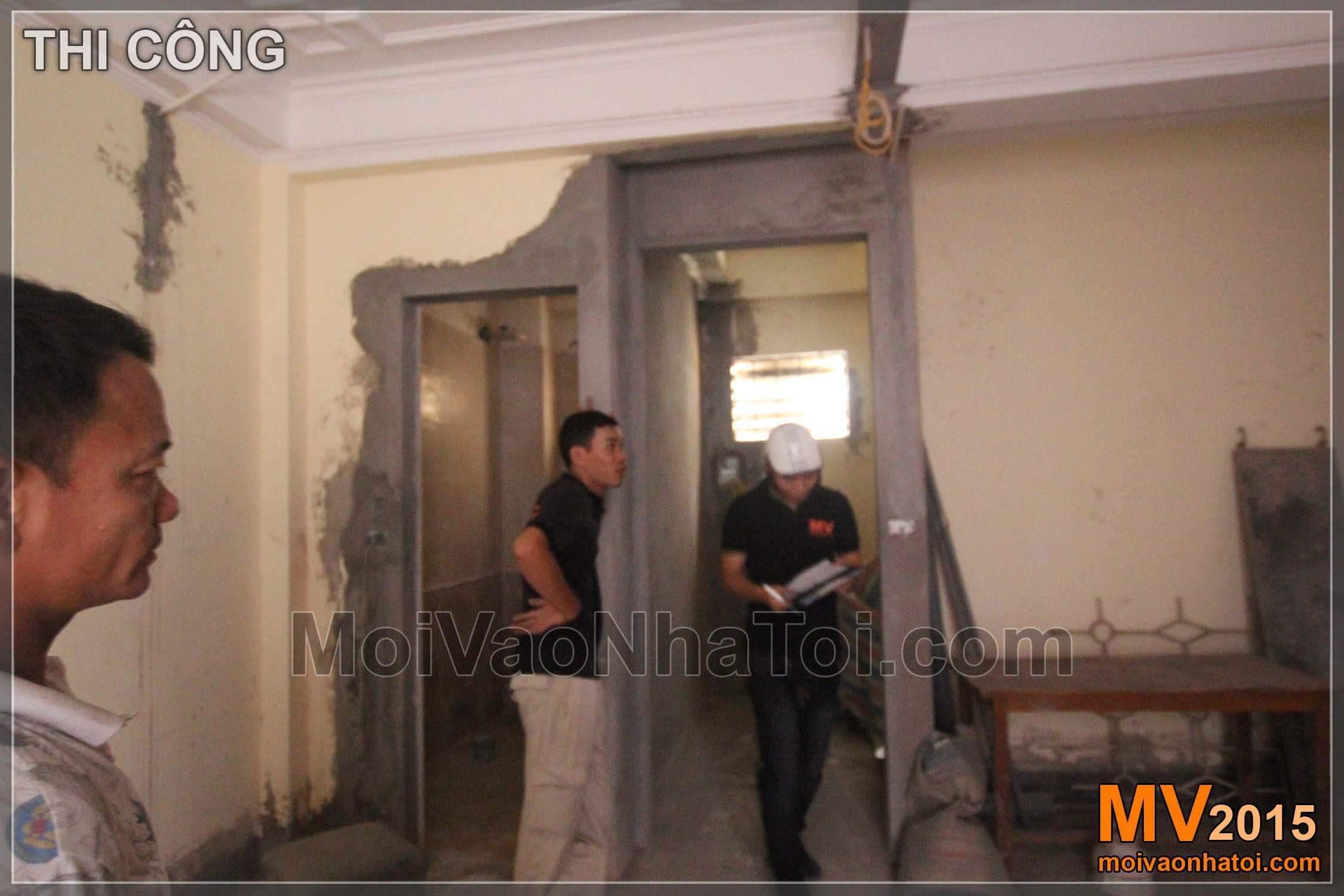 Trổ lại hướng cửa phòng WC để được không gian khép kín