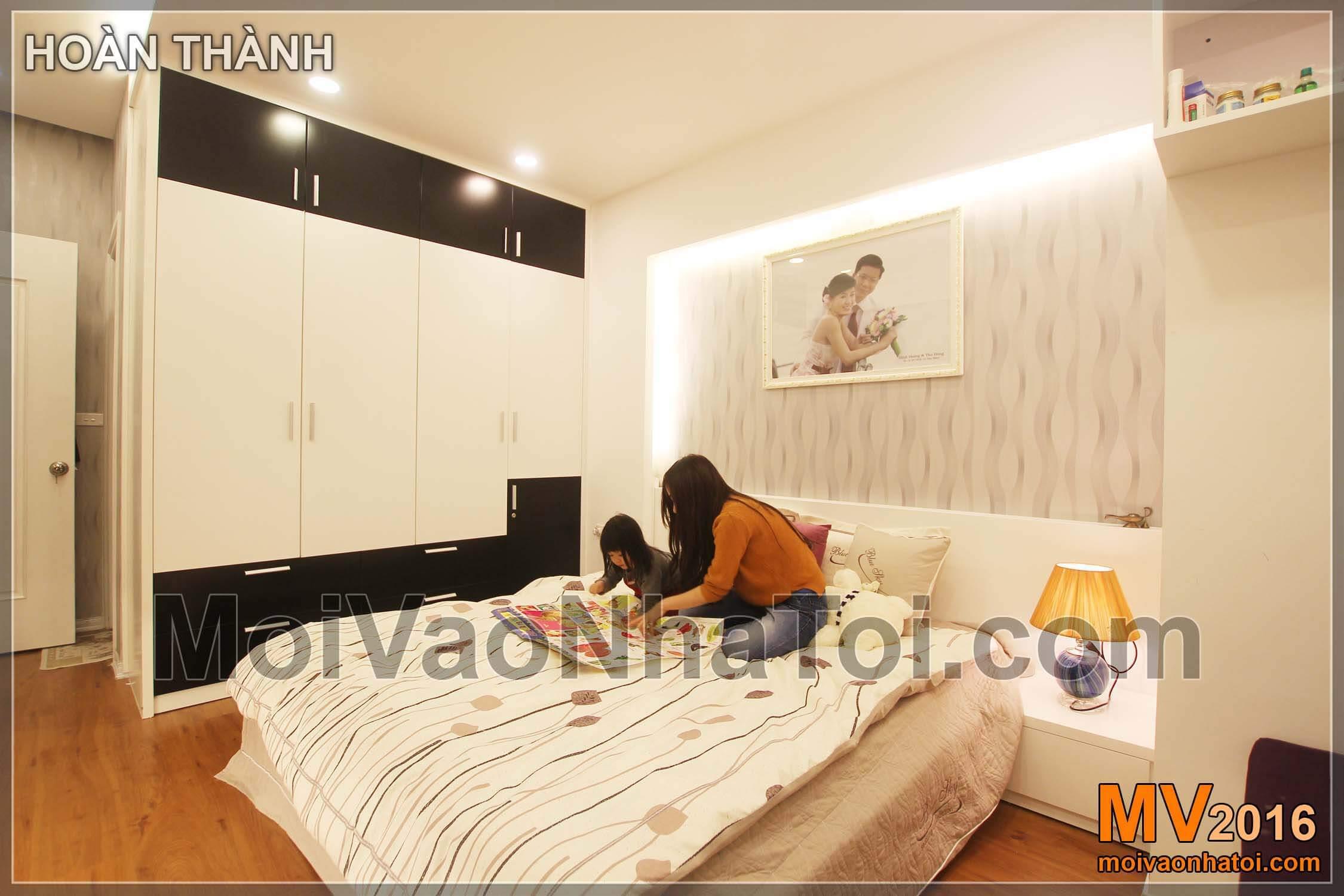 Tô điểm phòng ngủ vợ chồng với mảng tường và đèn hắt cách điệu