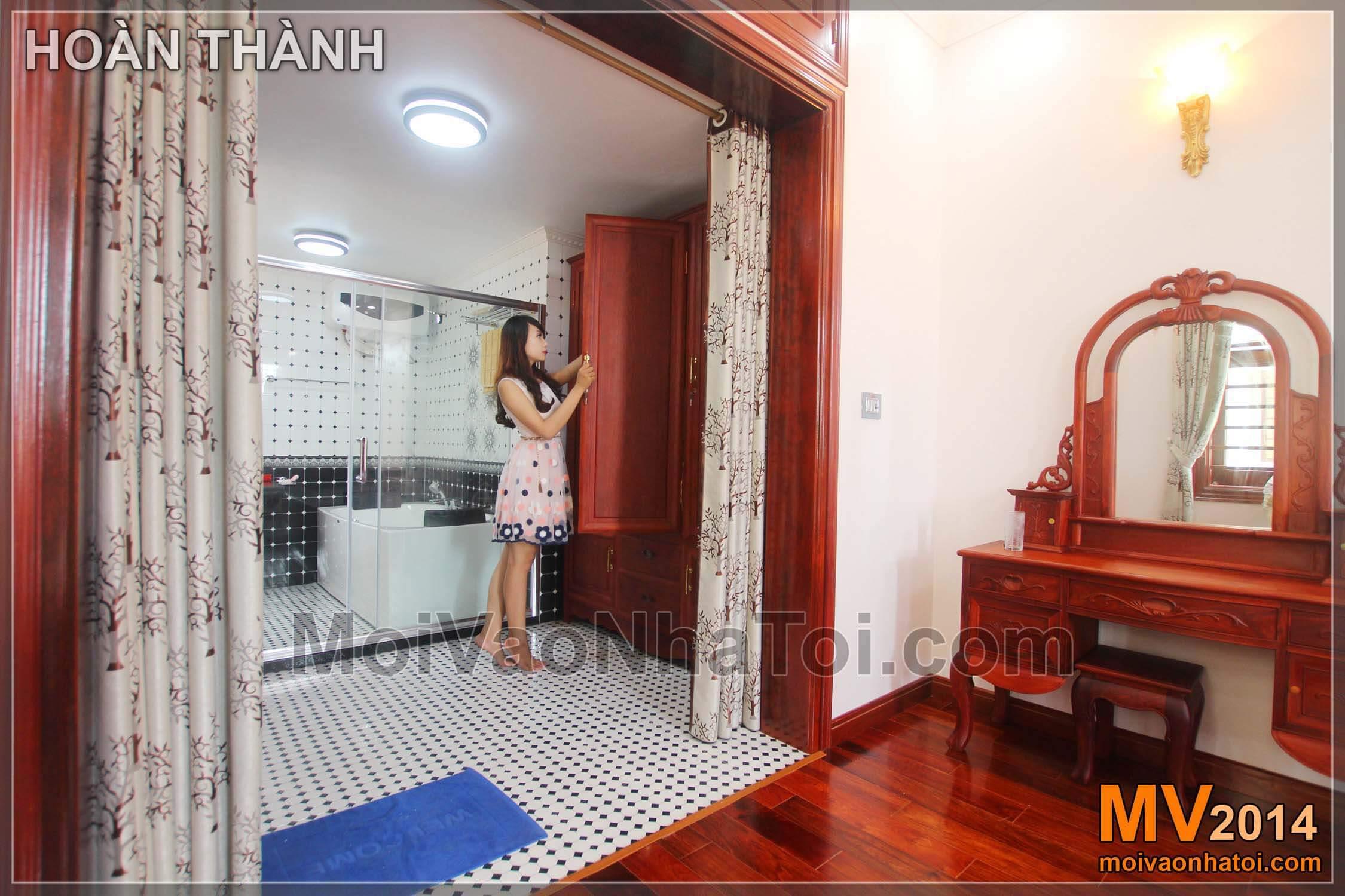 Phòng tắm và thay đồ với vách kính