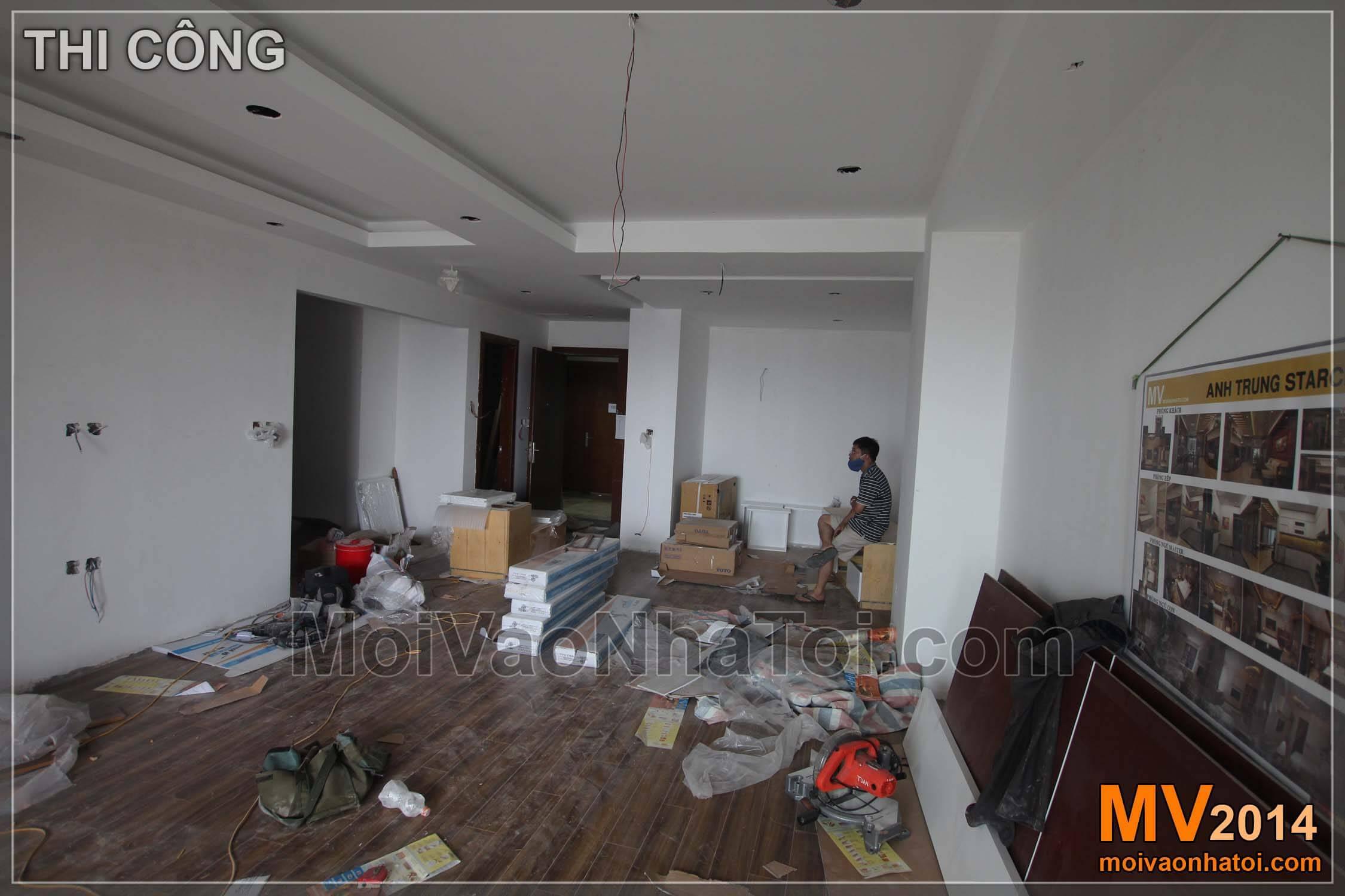 Góc nhìn theo hướng từ ban công vào trong nhà - Quá trình lắp đặt đồ gỗ nội thất