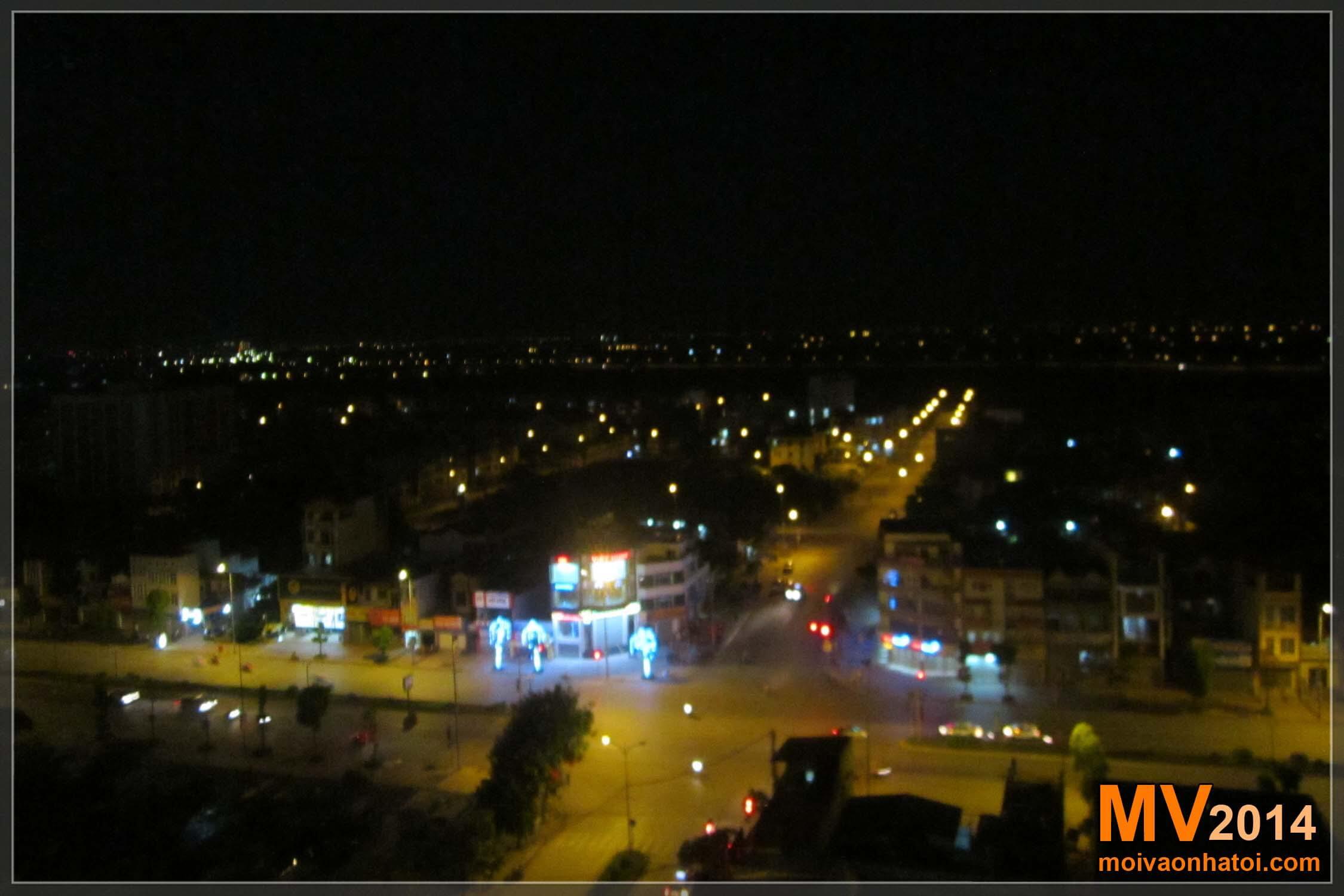 Hình ảnh đường Ngô Gia Tự khi về đêm 0h nhìn từ căn hộ chung cư Việt Hưng H3
