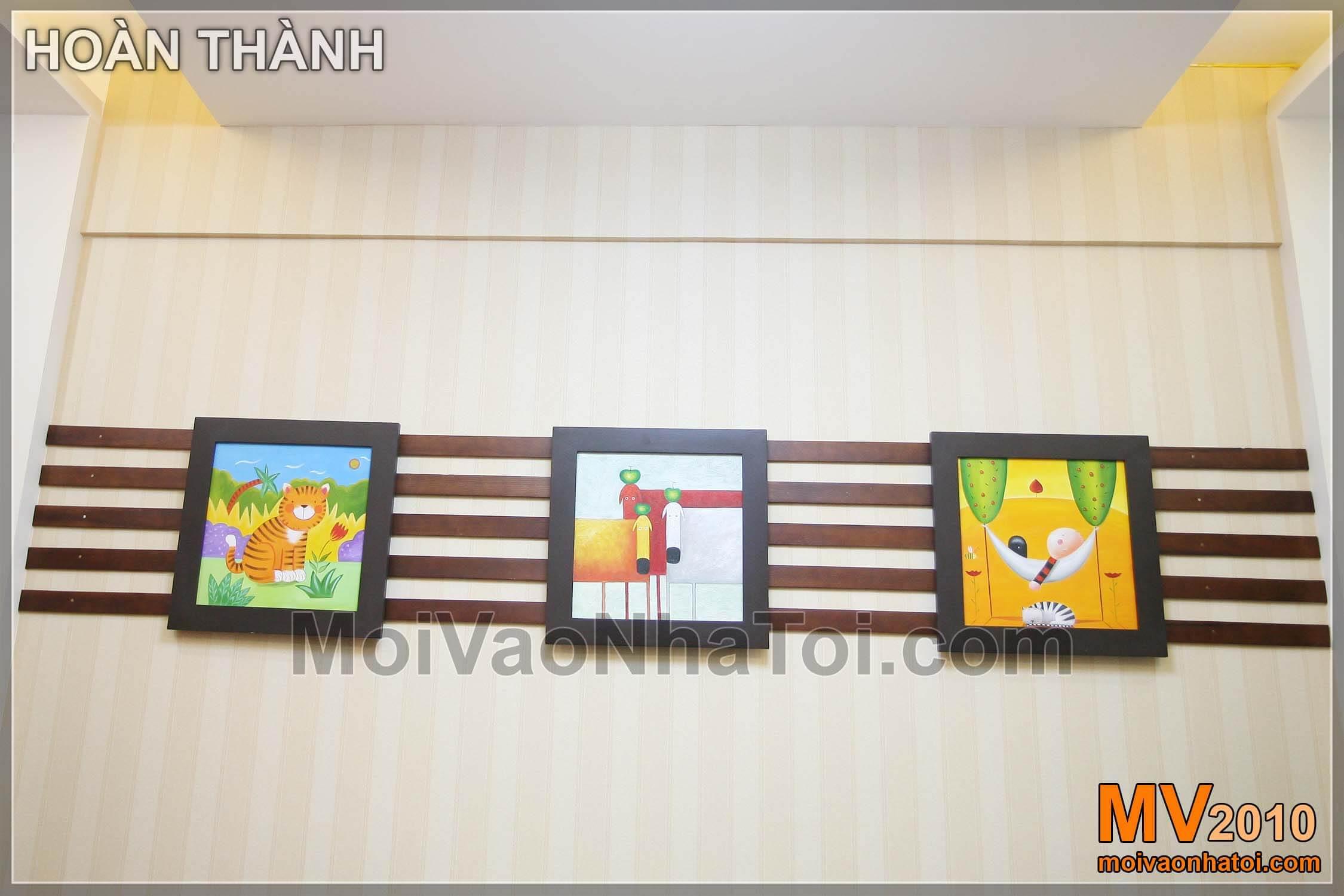 Ba bức tranh trang trí phòng khách