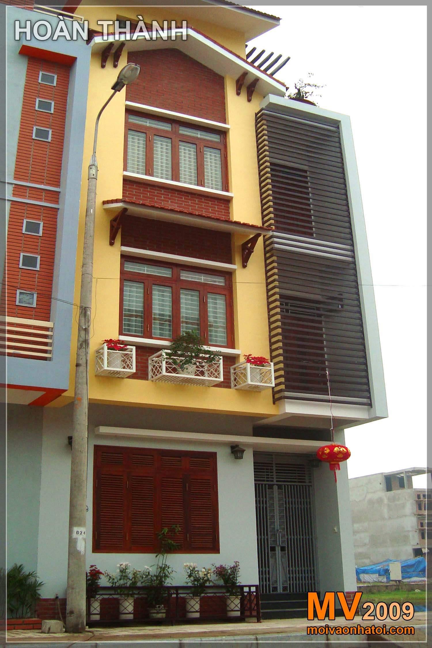 Hình ảnh mặt tiền nhà phố khi thi công và hoàn thành