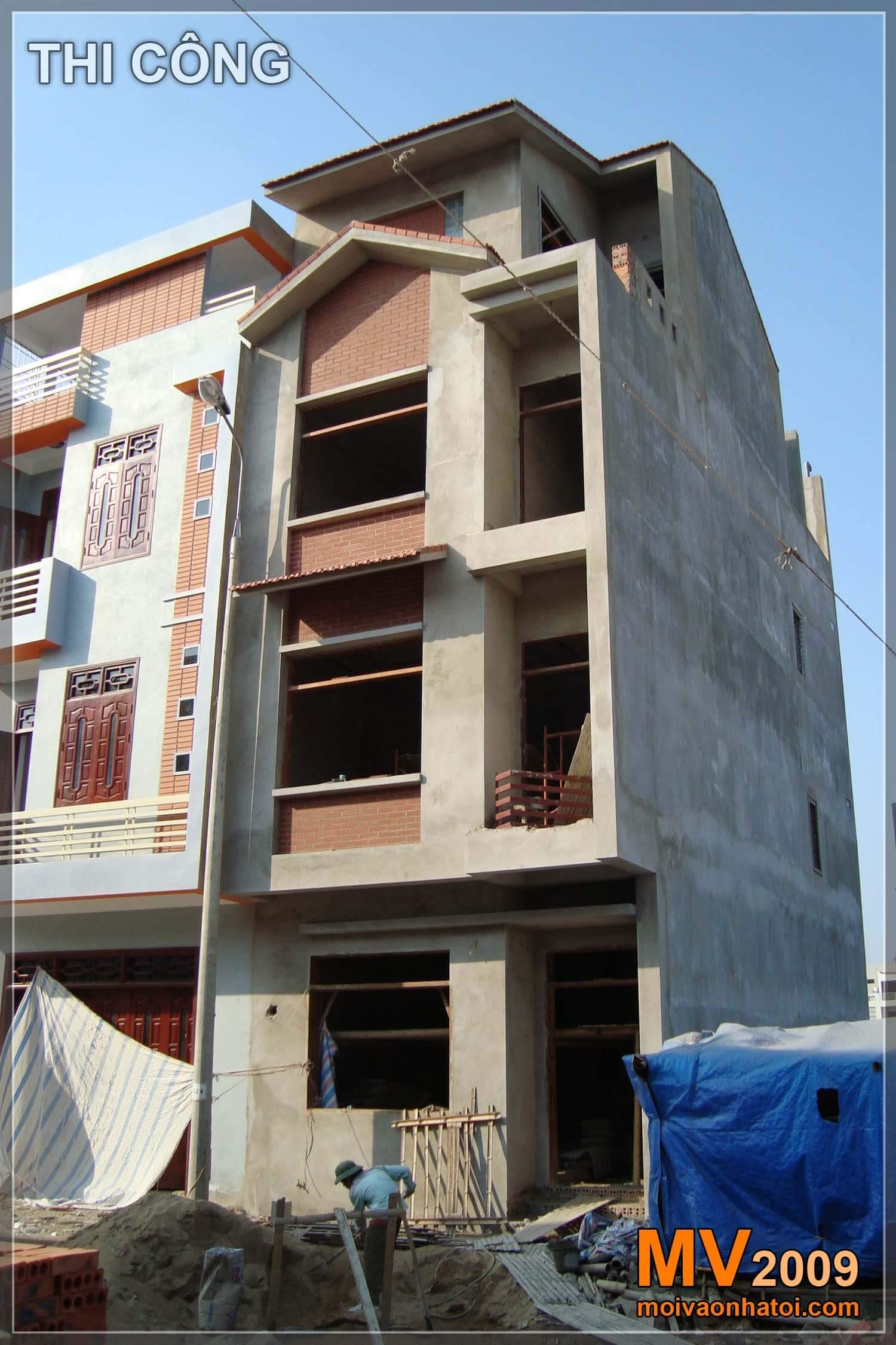 Mặt tiền nhà phố thiết kế với các nan sắt lạ mắt