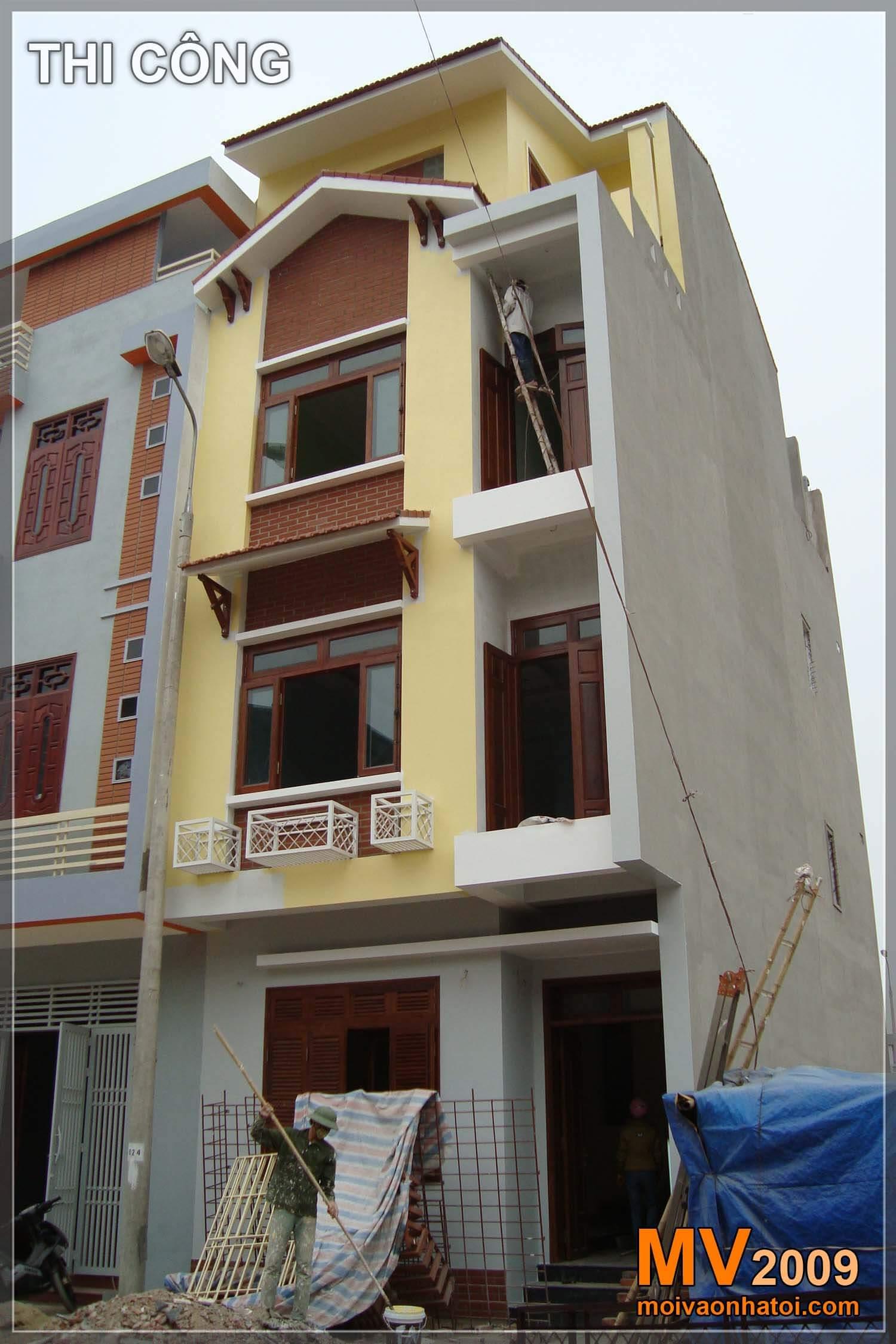 Mặt tiền nhà phố trong quá trình hoàn thiện