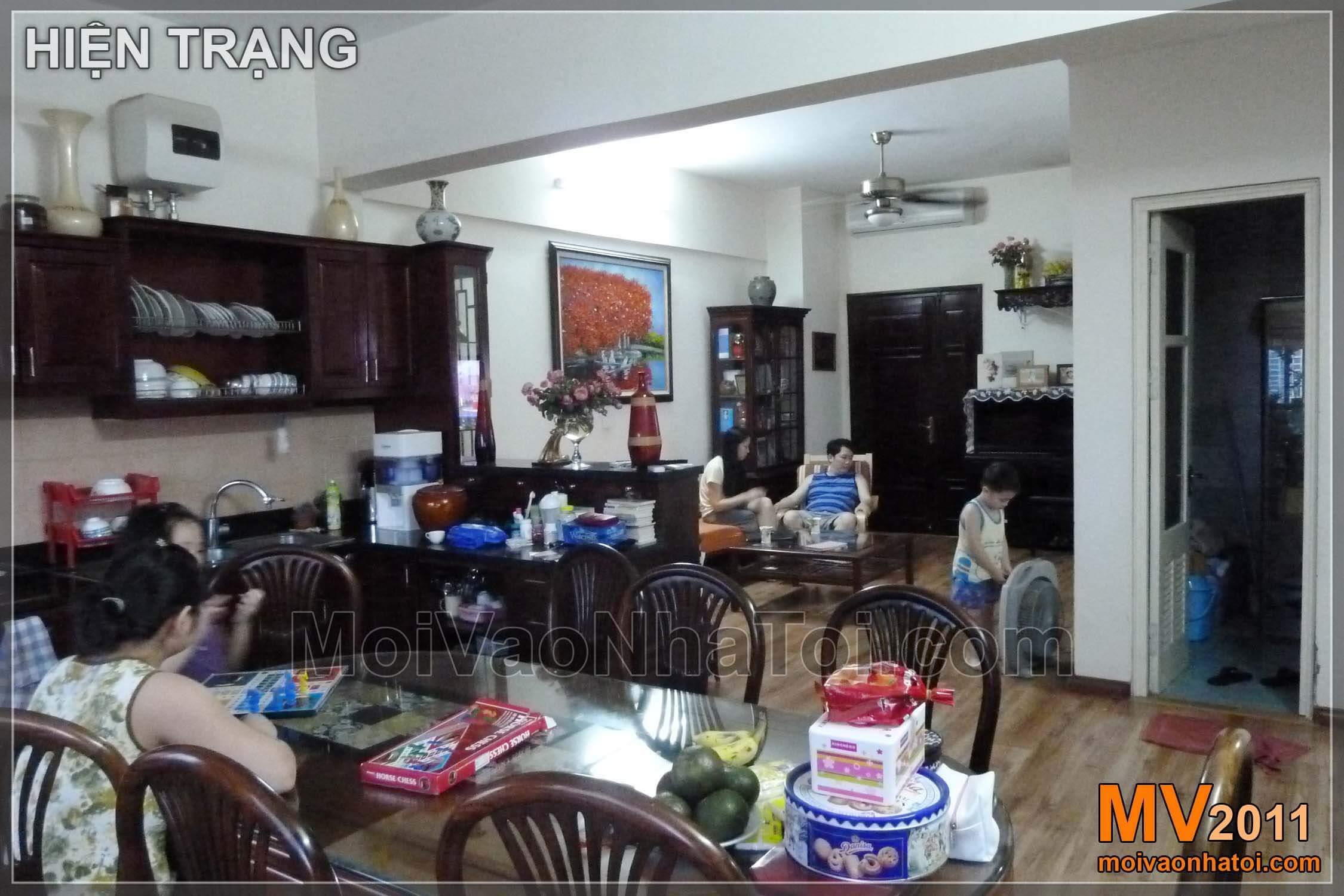 Nhìn từ phòng bếp ra phòng khách - hiện trạng và thi công