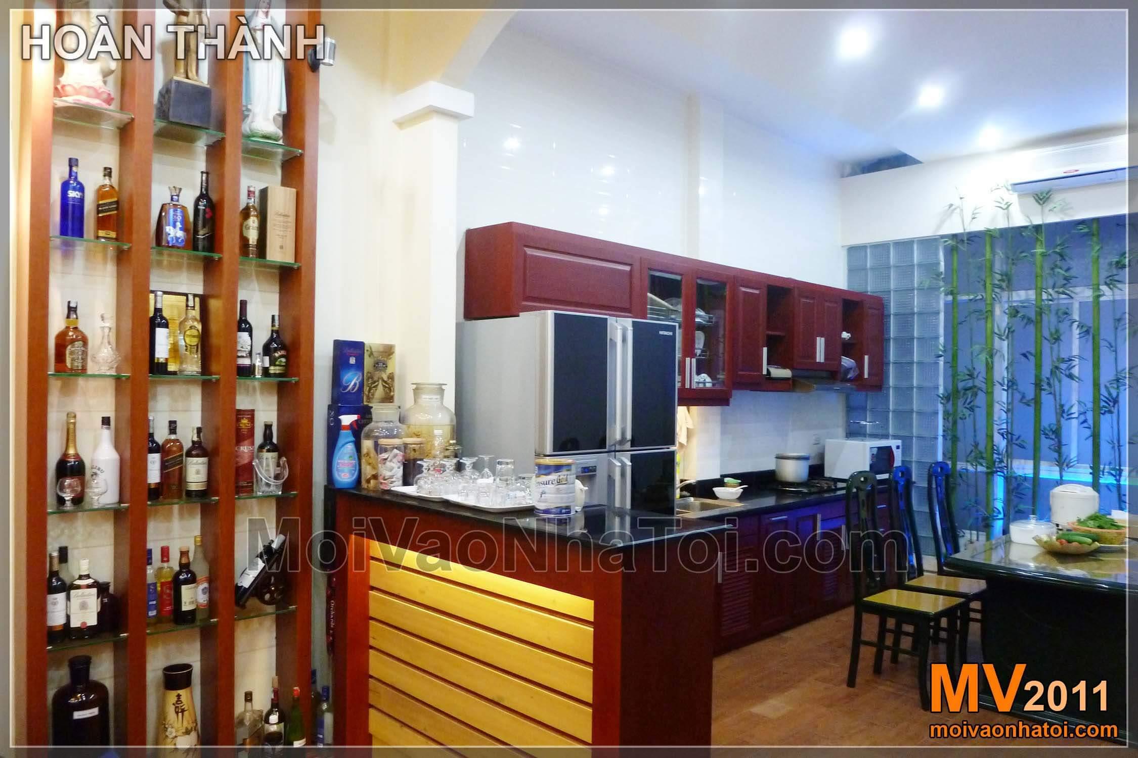 Thiết kế phòng khách đẹp liền bếp 35m2 cải tạo từ nhà cũ chật hẹp