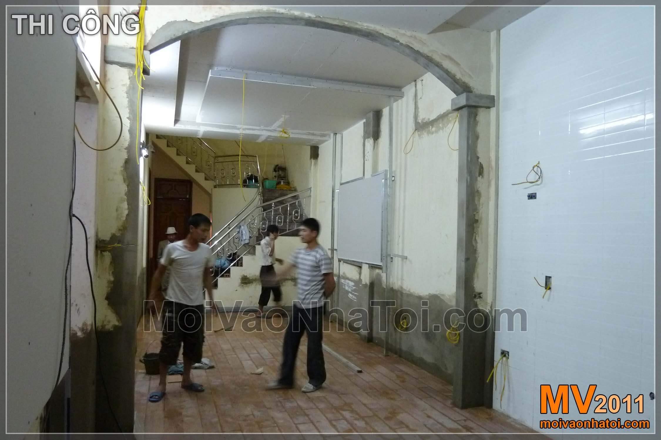 Sau khi đục tường, căn nhà như rộng hơn, phòng khách đẹp hơn