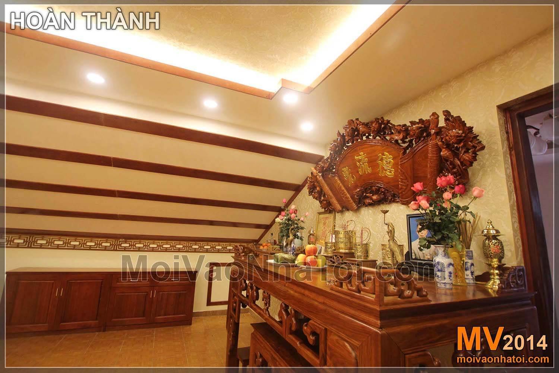 Thiết kế phòng thờ nội thất gỗ trên tầng áp mái